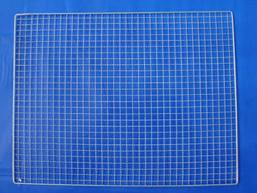 A rectangular galvanized barbecue grill mesh with welded edge is made of crimped wire
